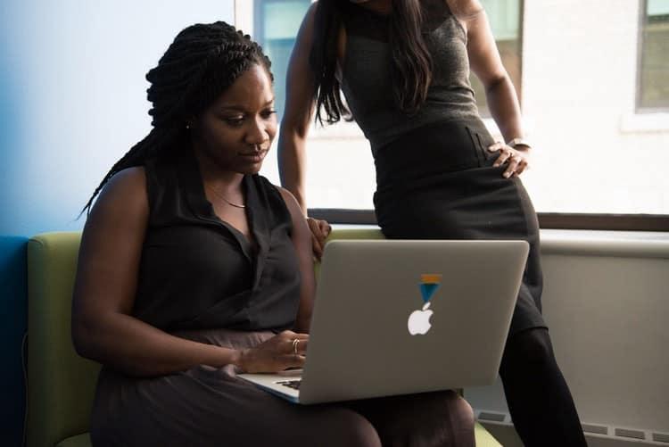 Comment encourager les femmes à rejoindre les métiers du numérique?